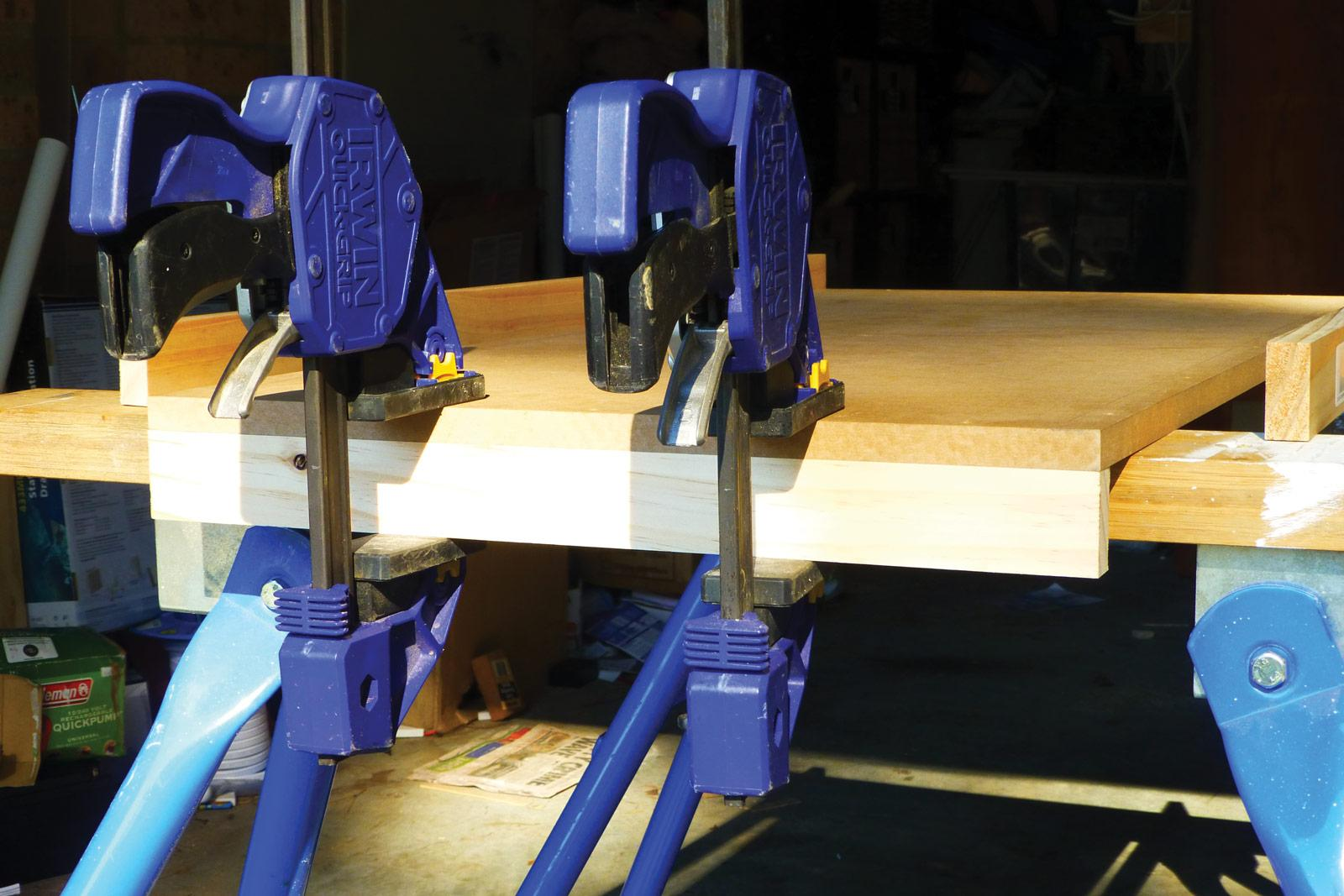 Clamping side supports